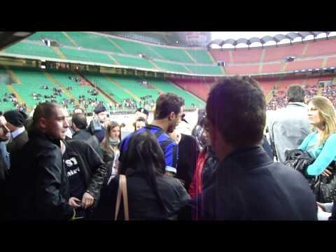 Fabrizio Corona a San Siro per il Derby della Madonnina con la maglia dell'Inter
