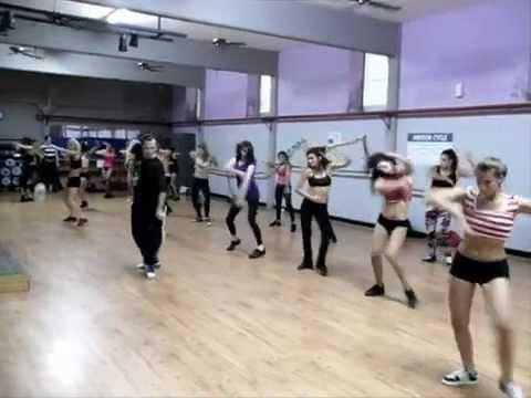 Go-Go Dancer Buenos Aires by Sergio Becerra- GALARGOtv