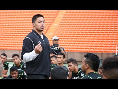 MANTI TE'O Delivers Powerful Message at Hawaii Combine