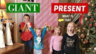 CHRISTMAS COMES EARLY! | GIANT PRESENT🎁