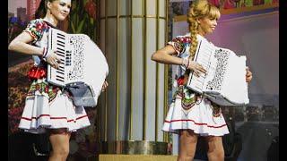 """Самые красивые аккордеонистки России-дуэт""""ЛюбАня""""ДОРОГОЙ ДЛИННОЮ [accordion,harmonica,баян]"""