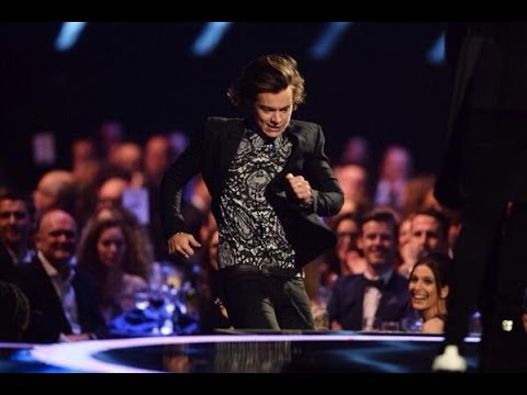 Harry Styles Fail Moment at The BRIT Awards 2014