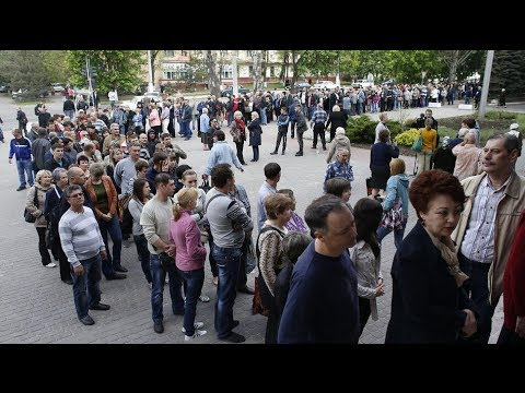 E. Ukraine decides: Long queues to vote in referendum for autonomy from Kiev