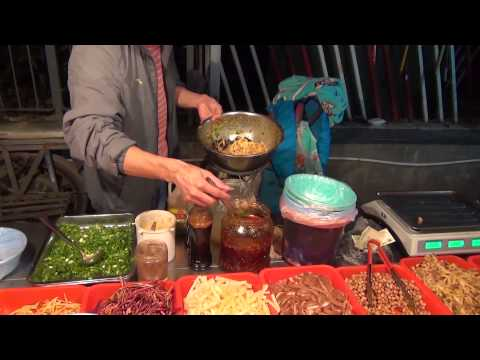 Снова китайская уличная еда вечером нового дня - Жизнь в Китае #22