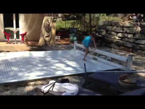 test volet roulant de piscine je marche sur l 39 eau i walk on water securit piscine pool safety. Black Bedroom Furniture Sets. Home Design Ideas