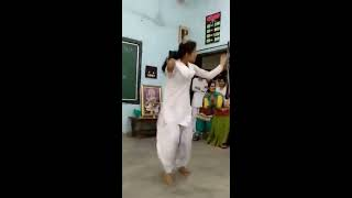 hot dance by girls in college