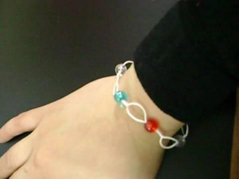 Manualidades de joyeria: brazalete patriotico con alambre