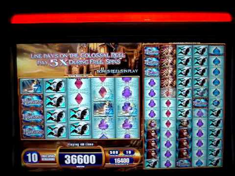 Van Helsing Colossal Reels slot machine.  Max bet  $1022.00 won with  Retriggers!!