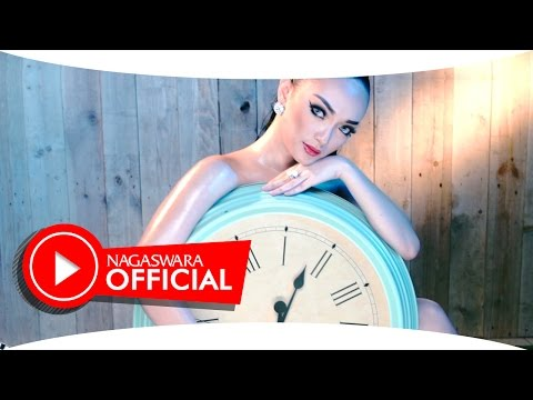 Zaskia Gotik -  Tarik Selimut - Official Music Video Hd - Nagaswara video