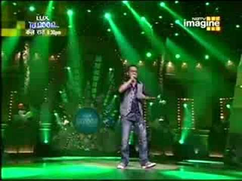 Krishna Beura Singing Maula Mere (live) Chak De India video