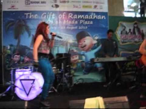Geisha - Selalu Salah Reggae Version (Live performance) at Gajah Mada Plaza