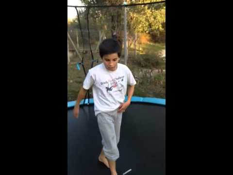 Comment faire un backflip dans un trampoline for Trampoline exterieur decathlon