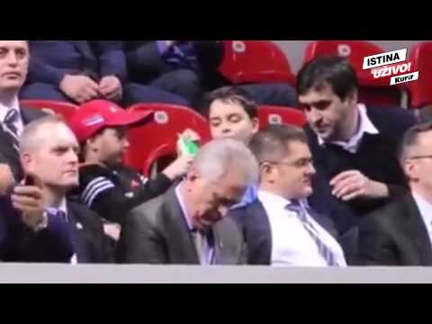 Tomislav Nikolić zaspao na meču Dejvis kupa