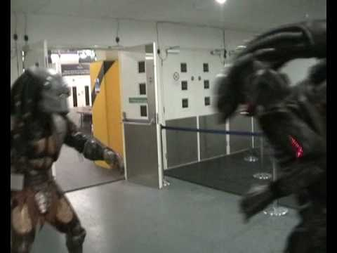 A real Rumble with an Alien from the UKCM when I took my Predator costume out with the UK Garrison at Collectormania Dec 2008 at the Braehead Arena in Glasgo...