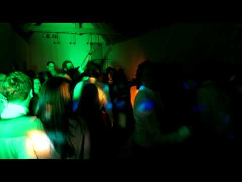Beispiel: Skandal im Sperrbezirk auf einer Hochzeit im Schloss Blutenburg München, Video: DJ Dan - Mobile Disco.