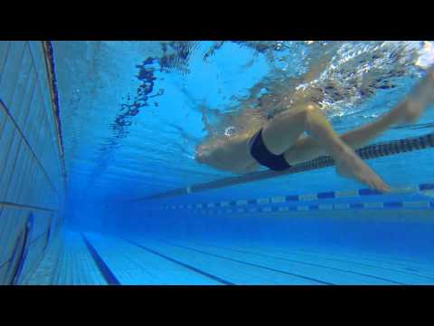 Плавание на спине: техника работы ногами | Школа плавания #4
