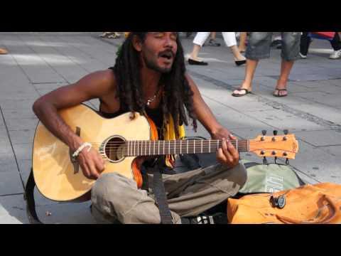 Street Singer in Munich || Straßensänger in München || Bob Marley - No Woman No Cry