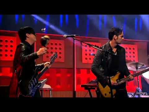 Queens of the Stone Age bij de DWDD met 