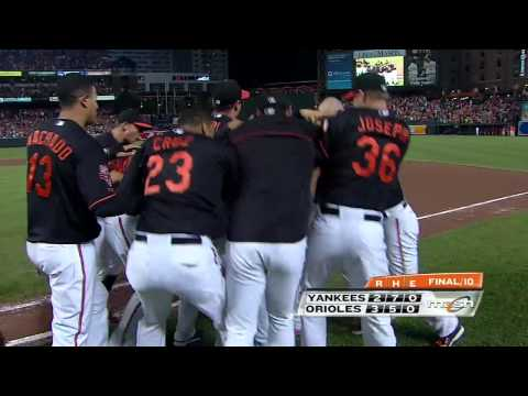 Hundley hits a walk-off single in the 10th