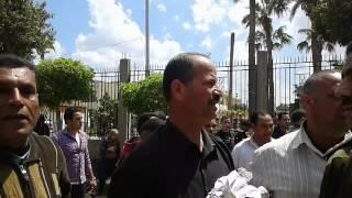 بالفيديو.. والد أحد ضحايا استاد كفر الشيخ ممسكا بملابسه: يا حبيبى يا ابنى