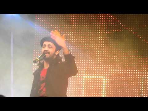 Atif Aslam Salam 2011 Dubai Concert-Parandey (Sajna tere Bina...