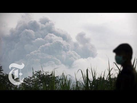 Indonesia Volcano Eruption 2014: Fleeing After Mount Kelud Erupts | The New York Times