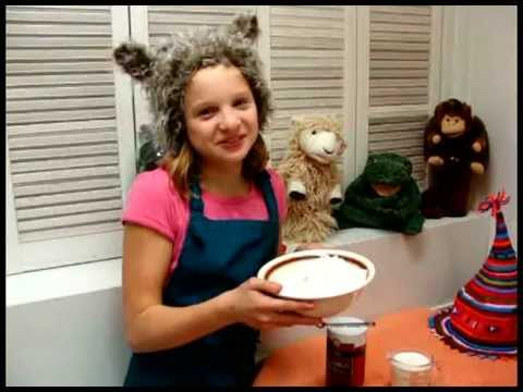 "Kids Cooking Video Parody - ""Cooking with Oo"" by Luo Luo"