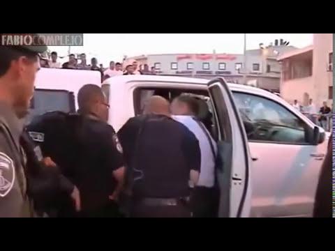 Joven judío apoya a Palestina y es golpeado por policías (Fabiocomplejo)