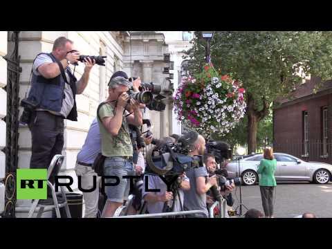 UK: Cameron meets relatives of British MH17 crash victims