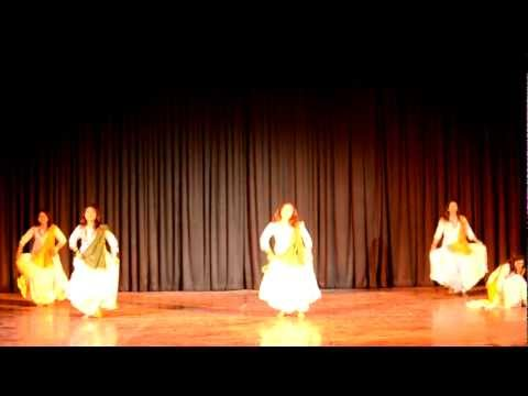 Patriotic dance on Des Rangila and Maula Mere by SCSIT DAVV.