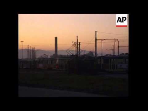 BOSNIA: SARAJEVO: SNIPER FIRES ON TRAM