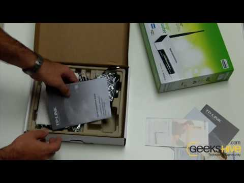 TP-Link Wireless Router + 4-Port Switch (TL-WR541G) unboxing by geekshive.com
