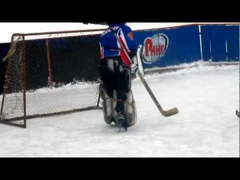 Дворовый хоккей.