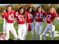 Mujeres lindas y fuertes juegan fútbol americano...