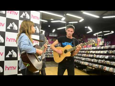 Hannah goes: To see Gabrielle Aplin - Light Up The Dark [Live]