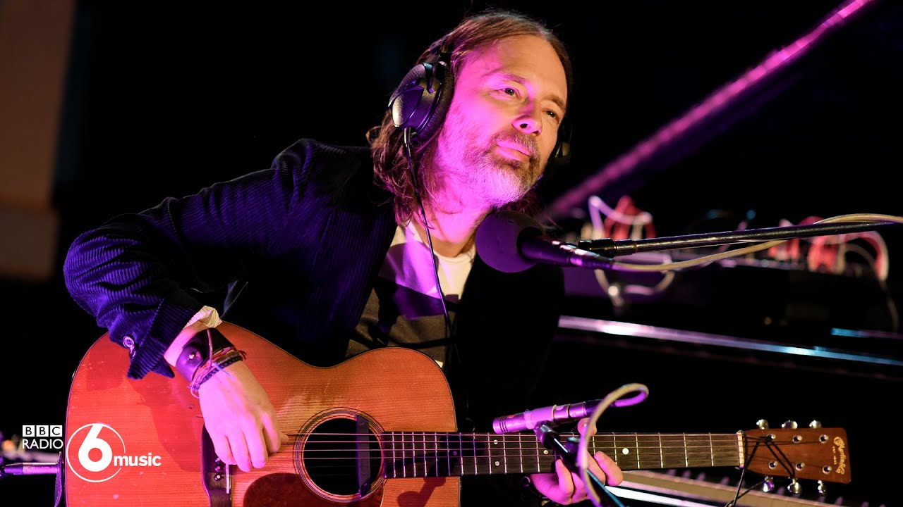 "Thom Yorke - 「BBC Radio 6 Music」にて""Suspirium""など3曲をピアノ&ギター弾き語りにて披露 ライブ映像を公開 新譜「Suspiria(Music for the Luca Guadagnino Film)」2018年10月26日発売収録曲 thm Music info Clip"