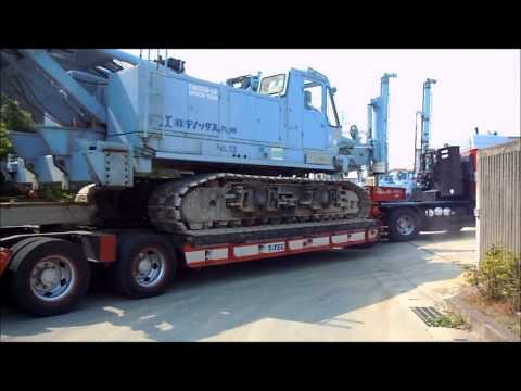 テノコラム施工機 トレーラーからの降車模様