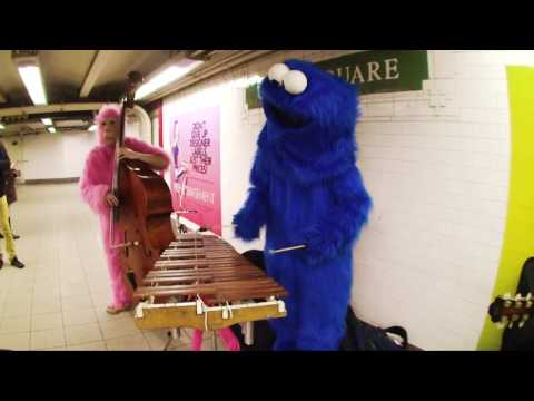 Pink Gorilla and Blue Monster play Union Square - The XYLOPHOLKS!!