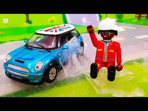 Мультики про машинки. Подарок для смешной игрушки – Делаем цветной лёд. Лего мультфильмы для детей