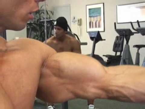 Bodybuilder Tamer El Shahat Poses Biceps video