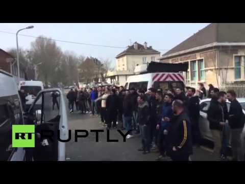 France: Far-right activists in Calais demand anti-refugee detainees be released