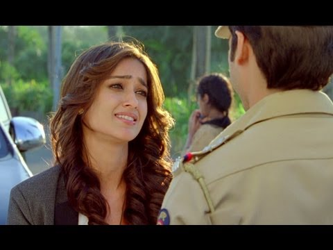 Ileana Is Impressed By Shahid - Phata Poster Nikhla Hero