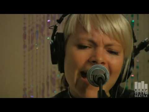 The Duke Spirit - The Step and The Walk (Live at KEXP)