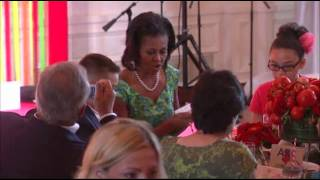 Mrs. Obama Hosts Kids for Lunchtime State Dinner