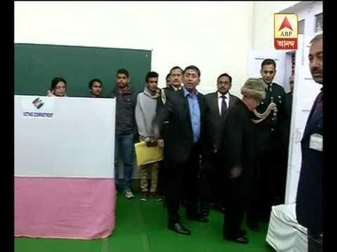 president Pranab Mukherjee visits delhi polling booth