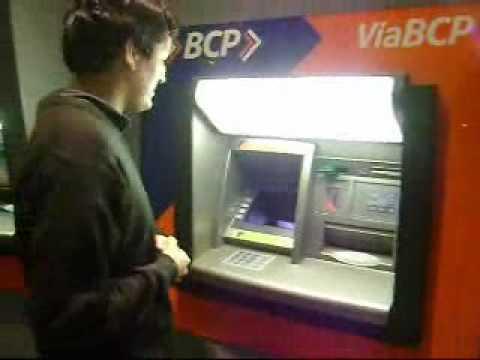 Como retirar dinero de un cajero bcp youtube for Como cobrar en un cajero automatico