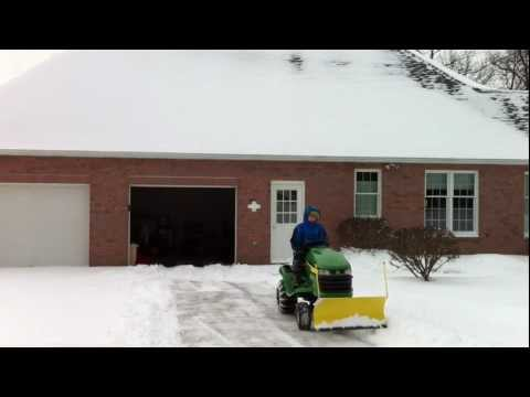 John Deere X300 Plowing Snow (HD)