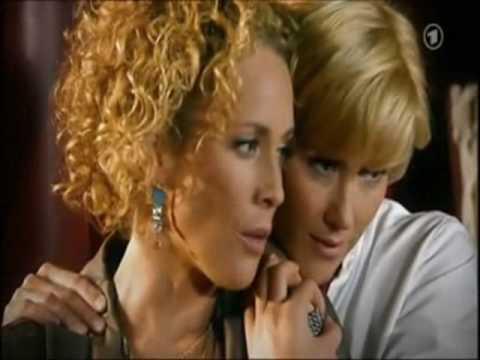 Carla & Stella - STARLA kiss 5