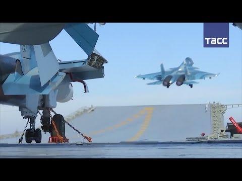 """""""Адмирал Кузнецов"""" задействовали в операции в Сирии: кадры вылета авиации с палубы"""