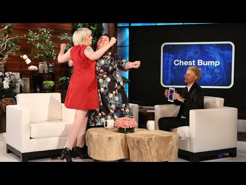 Melissa McCarthy and Lena Dunham Play 'Heads Up!'